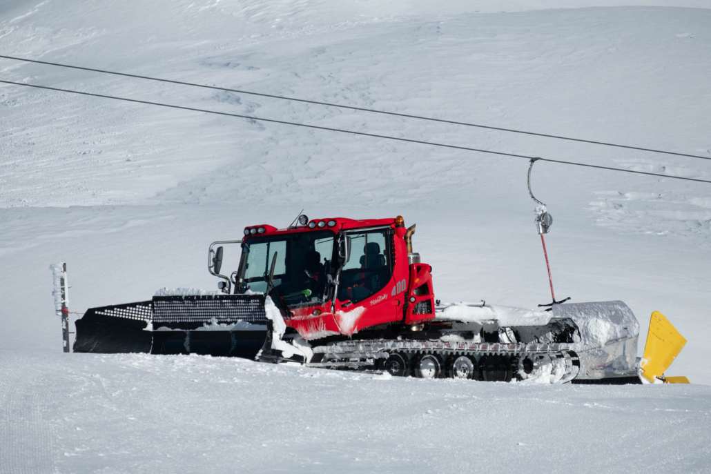 Pistenbully in den Walliser Alpen